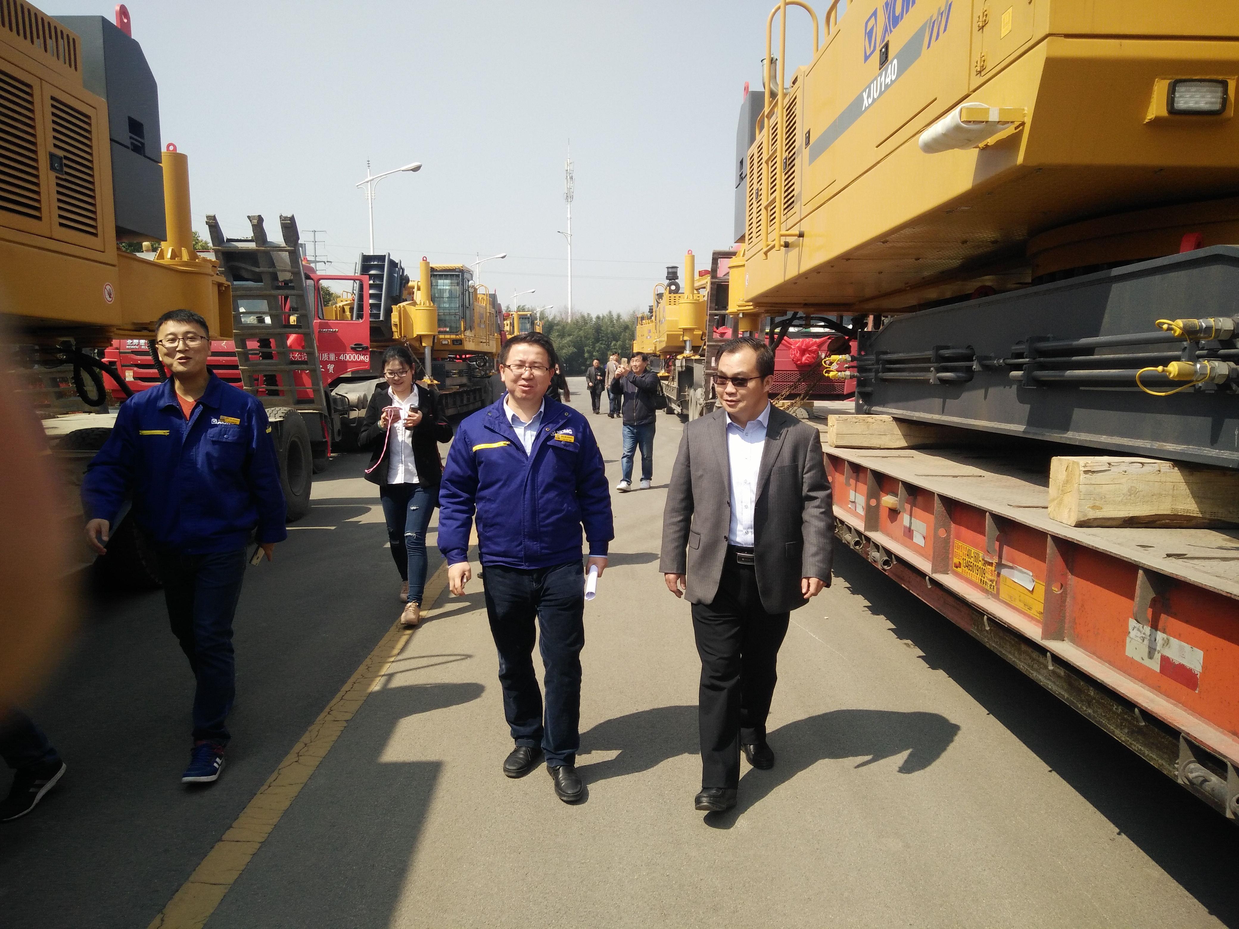 2017年,公司刘庆坤总经理参加徐工基础海外订单发车仪式